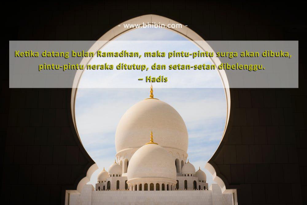 Ketika datang bulan Ramadhan, maka pintu-pintu surga akan dibuka, pintu-pintu neraka ditutup, dan setan-setan dibelenggu